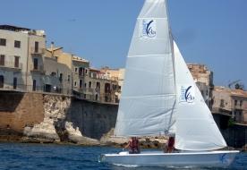 курс мореплавания на динги мореходство для новичков научиться управлять парусной лодкой сиракузы
