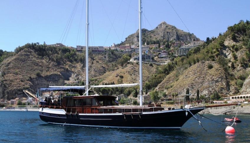отдых на яхте-гулет посетить таормину европа парусное судно таормина