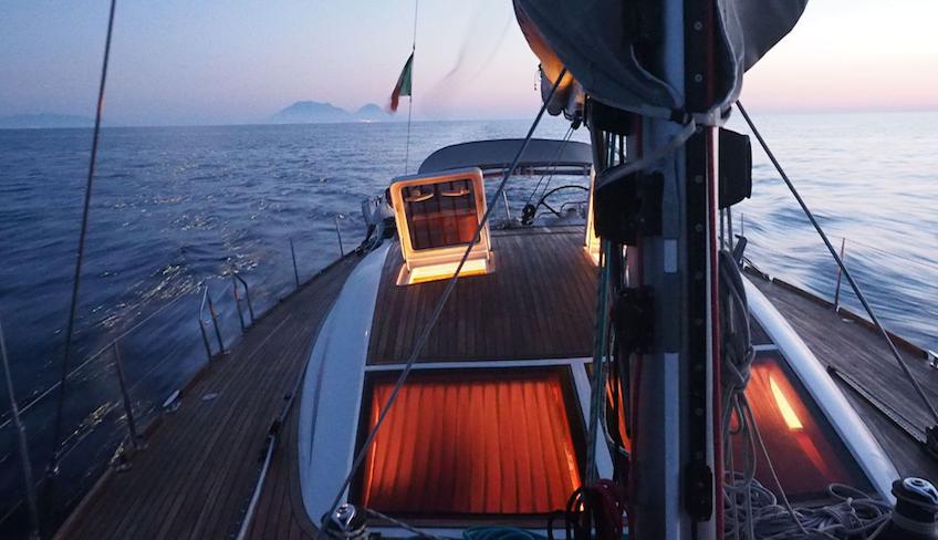 отдых в море плавание на Сицилии на парусной лодке Липарские острова